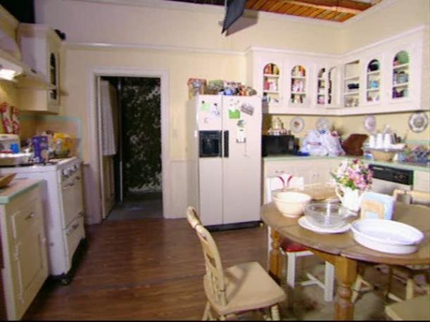 gilmore girls house 14. Black Bedroom Furniture Sets. Home Design Ideas