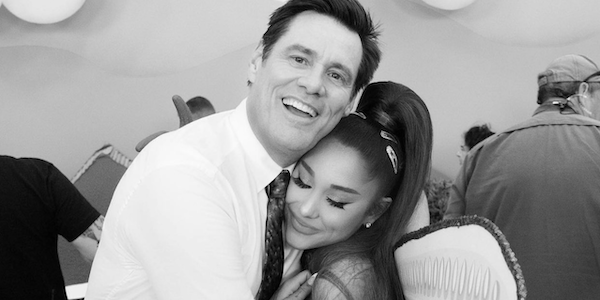 Kidding Ariana Grande sul set insieme a Jim Carrey